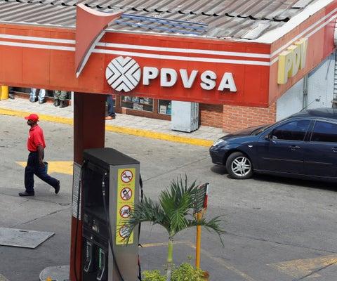 La venta de gasolina a un mayor precio es un salvavidas para la venezolana Pdvsa
