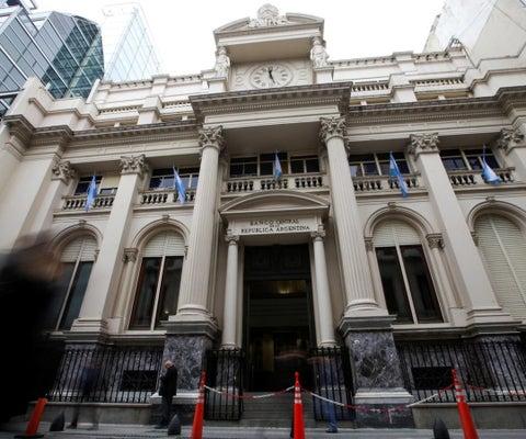 Analistas ven inflación Argentina en 2021 en 47,3%, por encima de estimación anterior