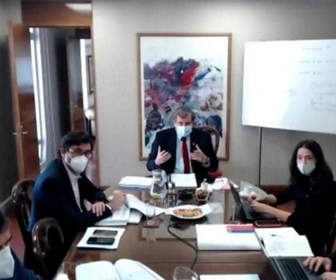 Gobierno de Chile acuerda agilizar temas de comisión mixta..