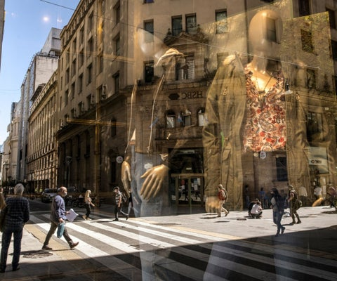 La inflación de Argentina sube más de lo esperado a un máximo de 18 meses