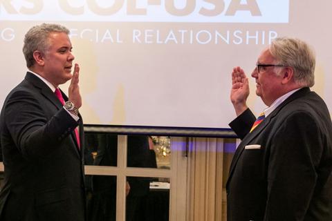 Presidente Duque otorga nacionalidad colombiana a empresario Howard G.  Buffett